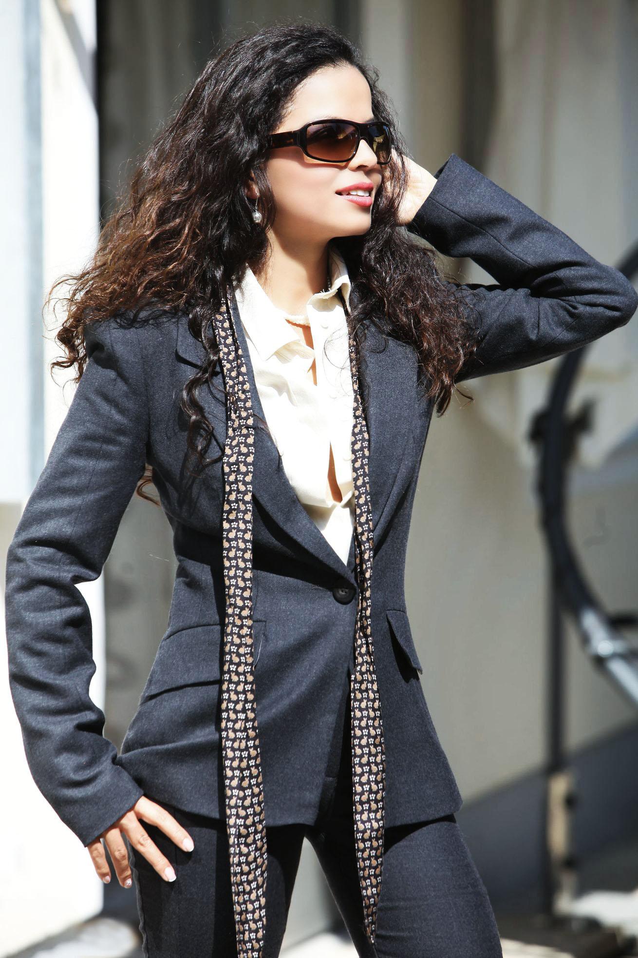 Miss Marcela Geschäftsfrau